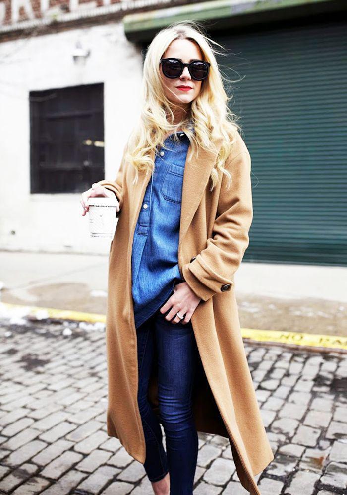 manteau-camel-jeans-et-chemise-bleue