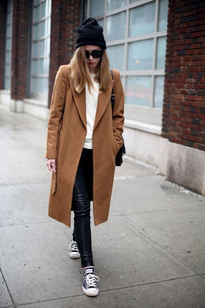 manteau-camel-pour-votre-look-sportif-avec-les-jeans-en-cuir