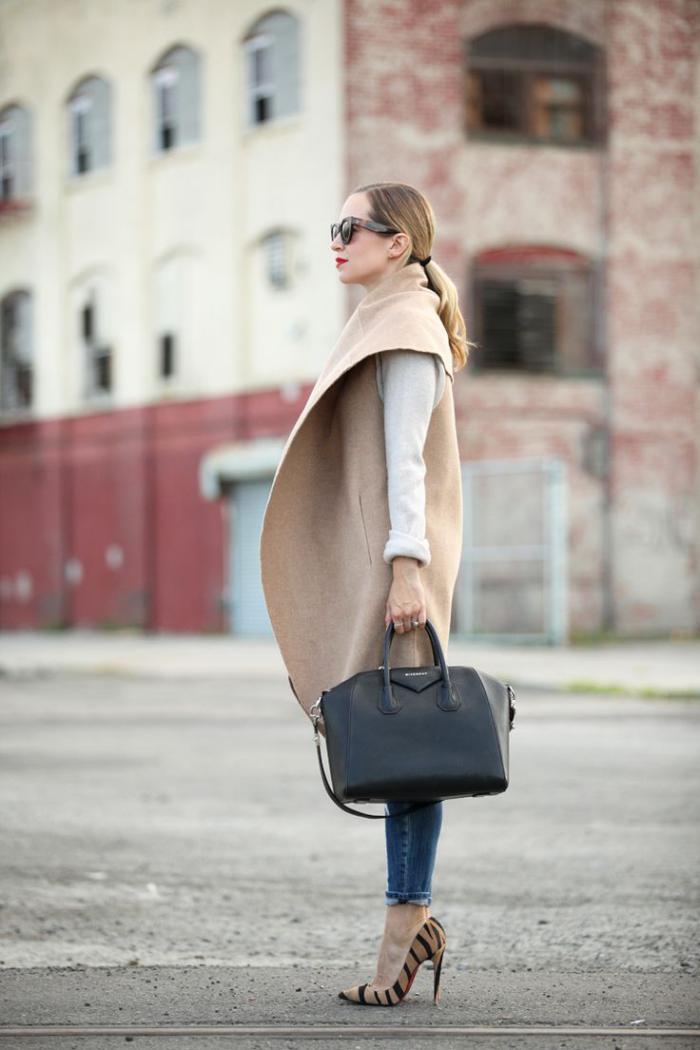 manteau-camel-sac-noir-escarpins-modèle-de-manteau-superbe