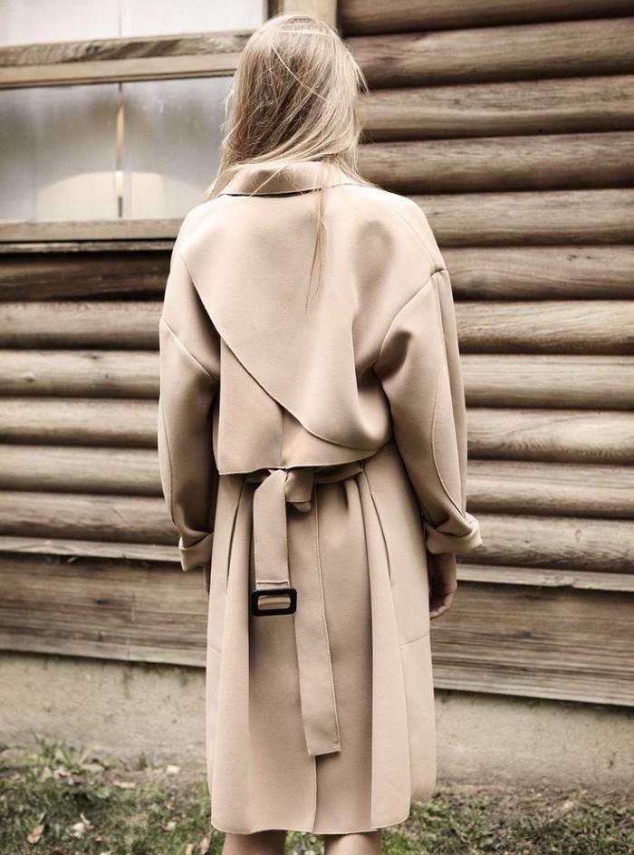 manteau-camel-un-beau-manteau-avec-ceinture-design-élégant