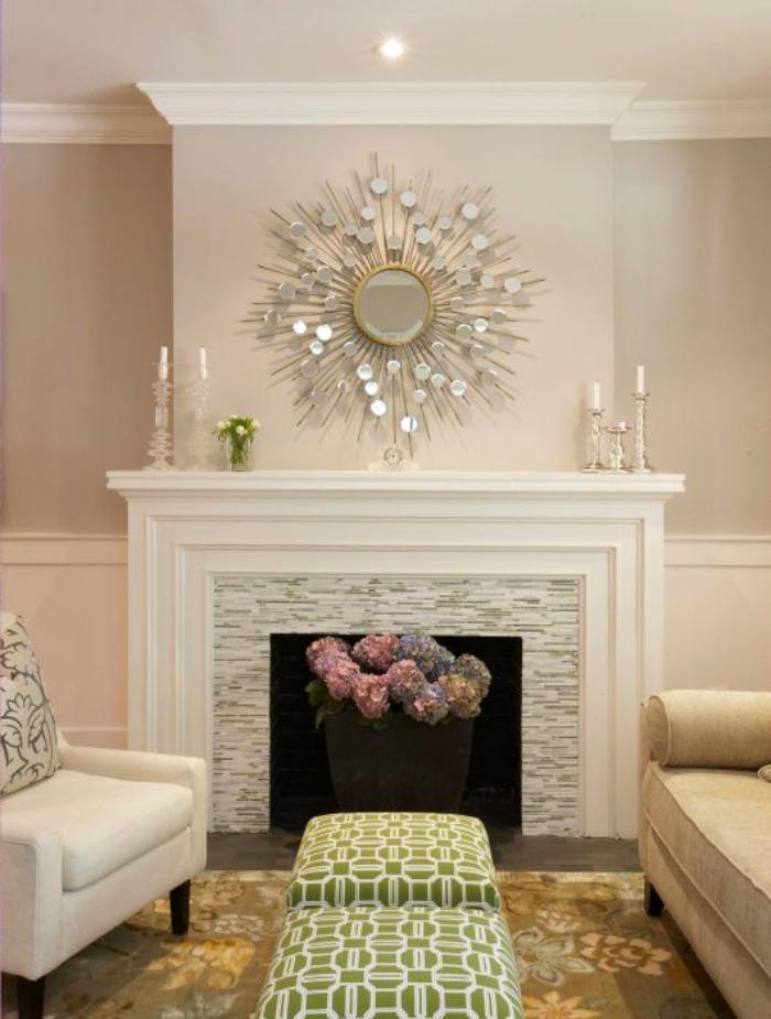 manteau-de-cheminée-blanc-bougeoirs-et-belle-décoration-murale