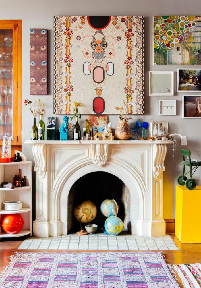 manteau-de-cheminée-décor-multicolore-plusieurs-objets-déco