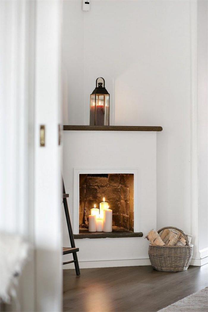 manteau-de-cheminée-décorative-lanterne-et-blanches-bougies