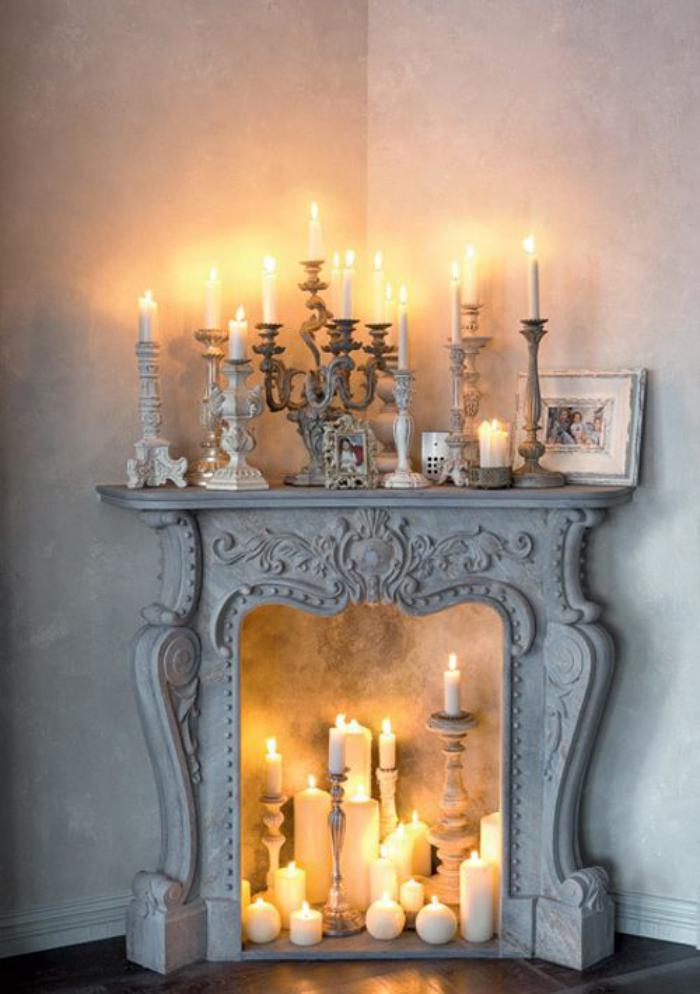 manteau-de-cheminée-gothique-décoré-de-bougies