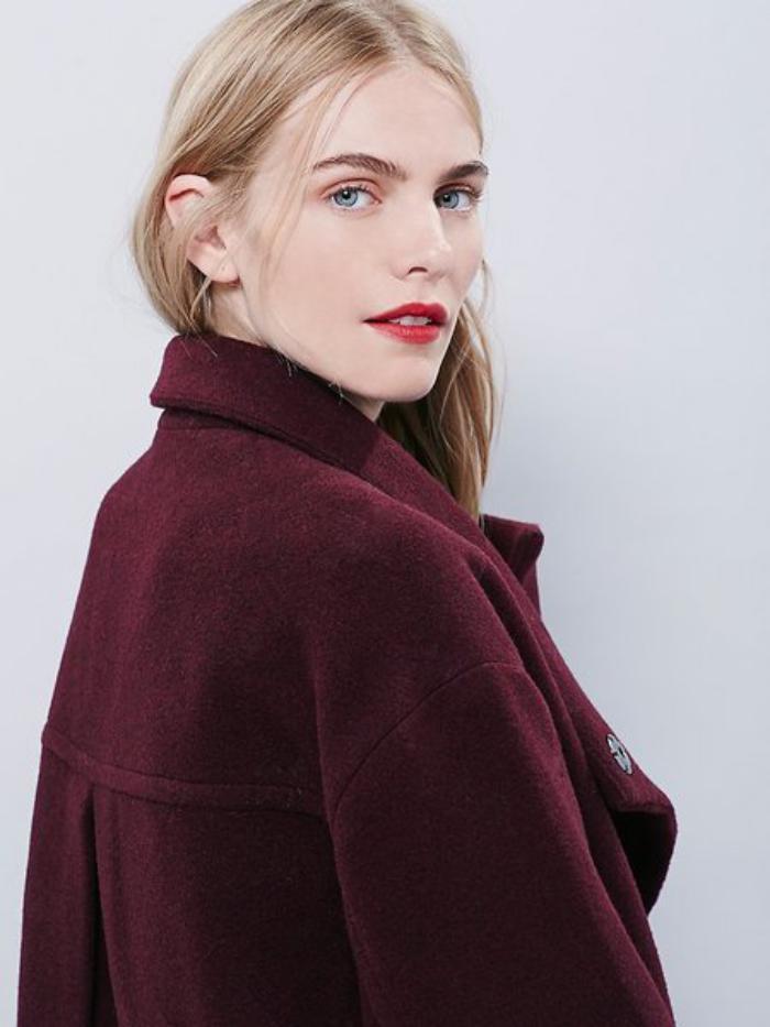 manteau-en-laine-bouillie-élégance-pour-la-saison-froide-couleur-bourgoundi