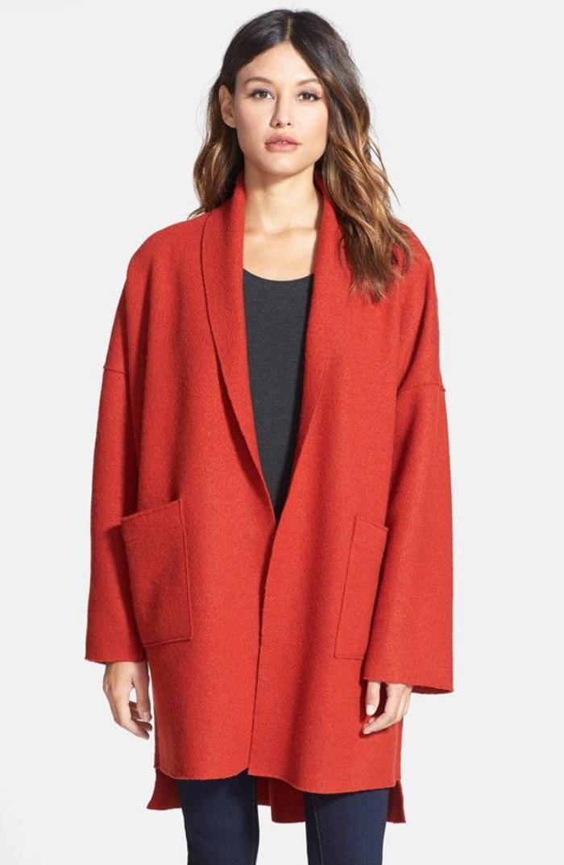manteau-en-laine-bouillie-coupe-droite-modèle-rouge