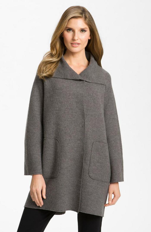 manteau-en-laine-bouillie-design-épuré-symétrique-deux-poches