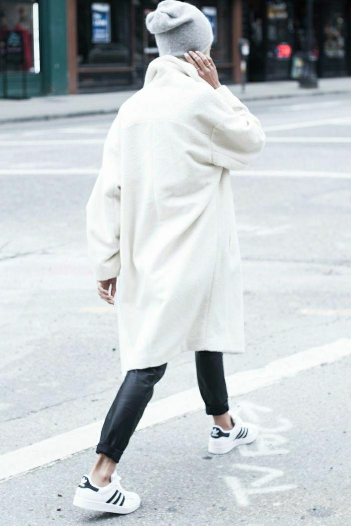 manteau-officier-femme-manteau-zara-femme-de-couleur-blanc-mode-de-la-rue-avec-manteau-blanc