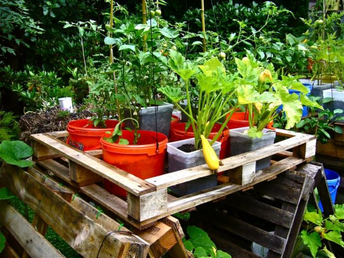meuble-en-palette-jardin-meuble-extérieur-idée-pots