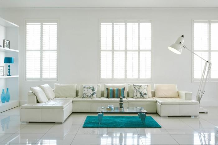 moderne-salon-all-white-blanc-salon-avec-table-basse-ikea-table-de-salon-en-verre