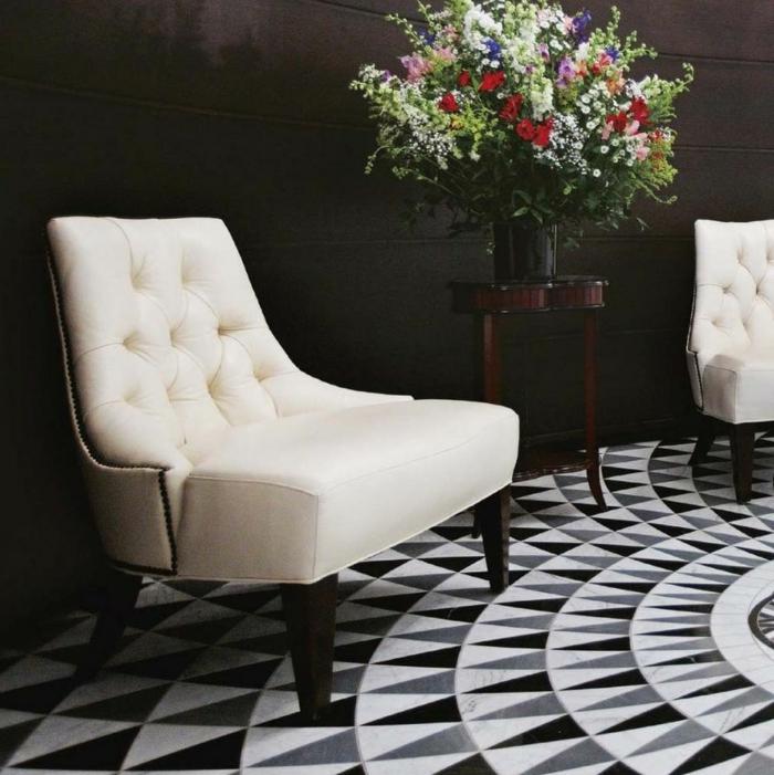 mosaique-en-carrelage-noir-et-blanc-tarif-carrelage-pour-le-sol-fleurs-dans-l-entree