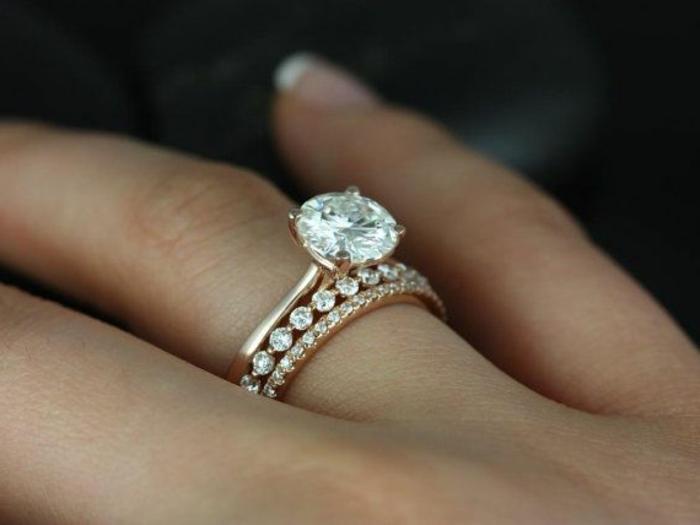 noce-de-mariage-en-or-et-diamants-comment-choisir-une-bague-de-mariage-cartier