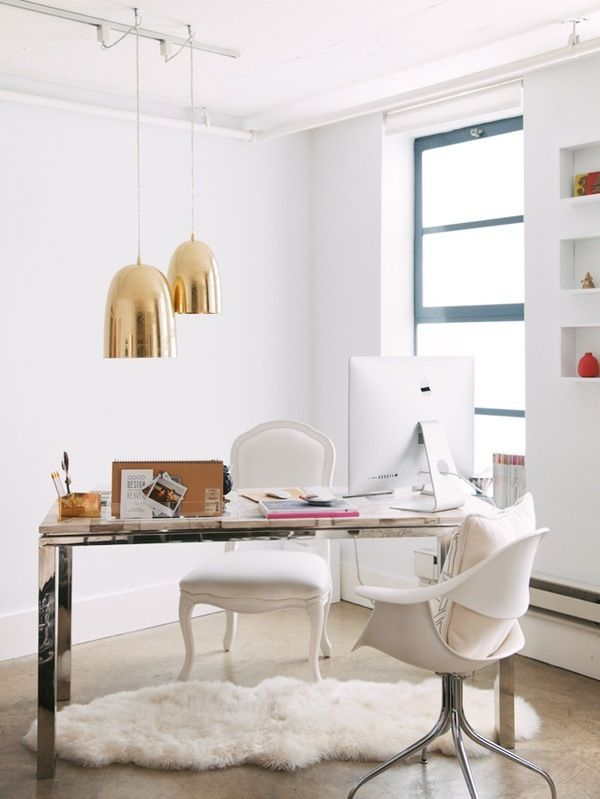 office-station-tout-en-blanc-tapis-shaggy-blanc-fauteuil-office-chaise