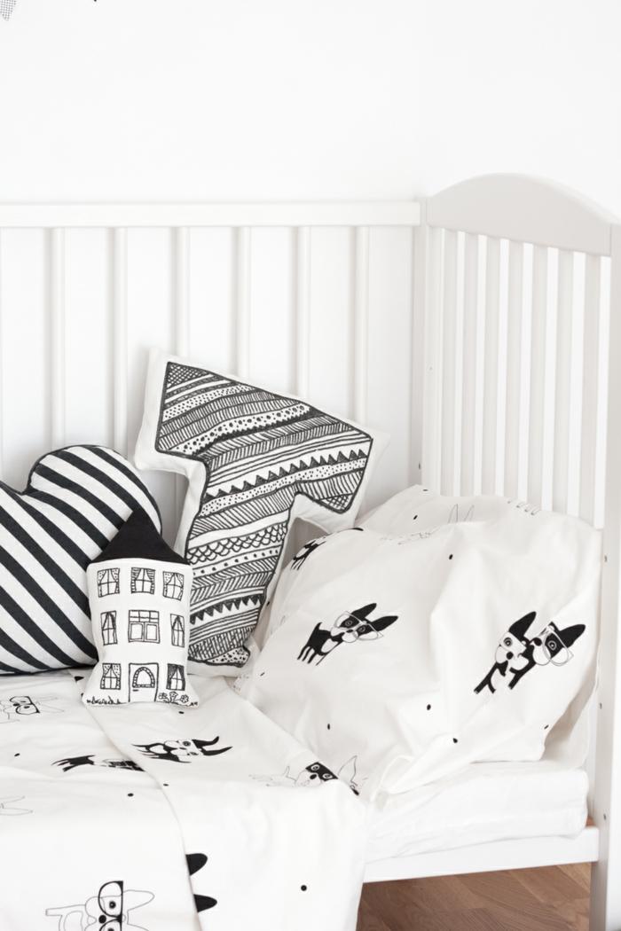 oreillers-enfants-idée-aménagement-intérieur-blanc-et-noir