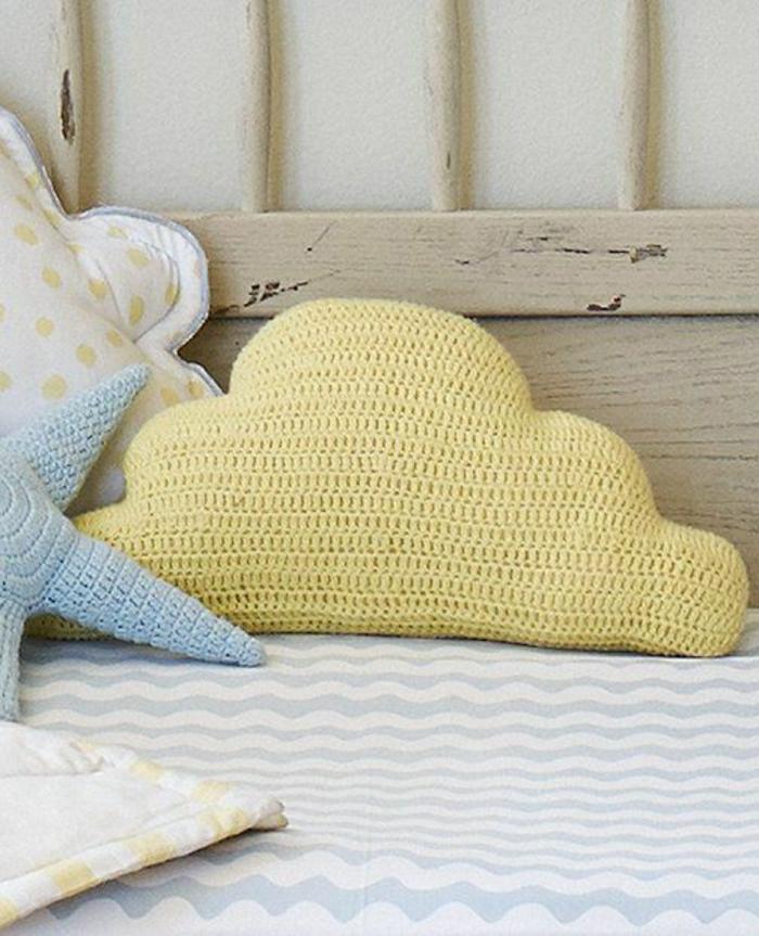 oreillers-enfants-idée-aménagement-intérieur-nuage-jaune