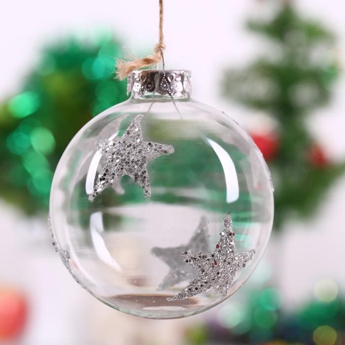 modèle de boule de noel transparente décorée avec stickers autocollants en forme d'étoile en argent pailletté
