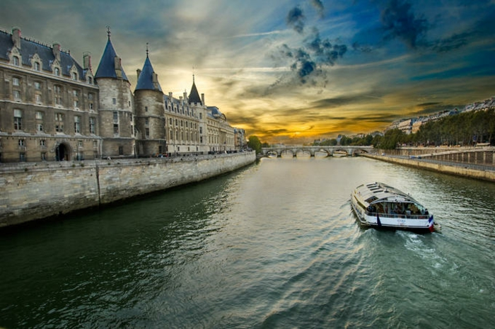 paris-insolite-promenade-balades-paris-visite-rêve-la-seine-bateau
