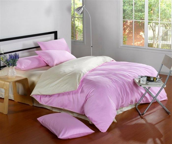 parure-de-lit-bicolore-idée-décoration-chambre-adulte-pour-les-ado-en-rose