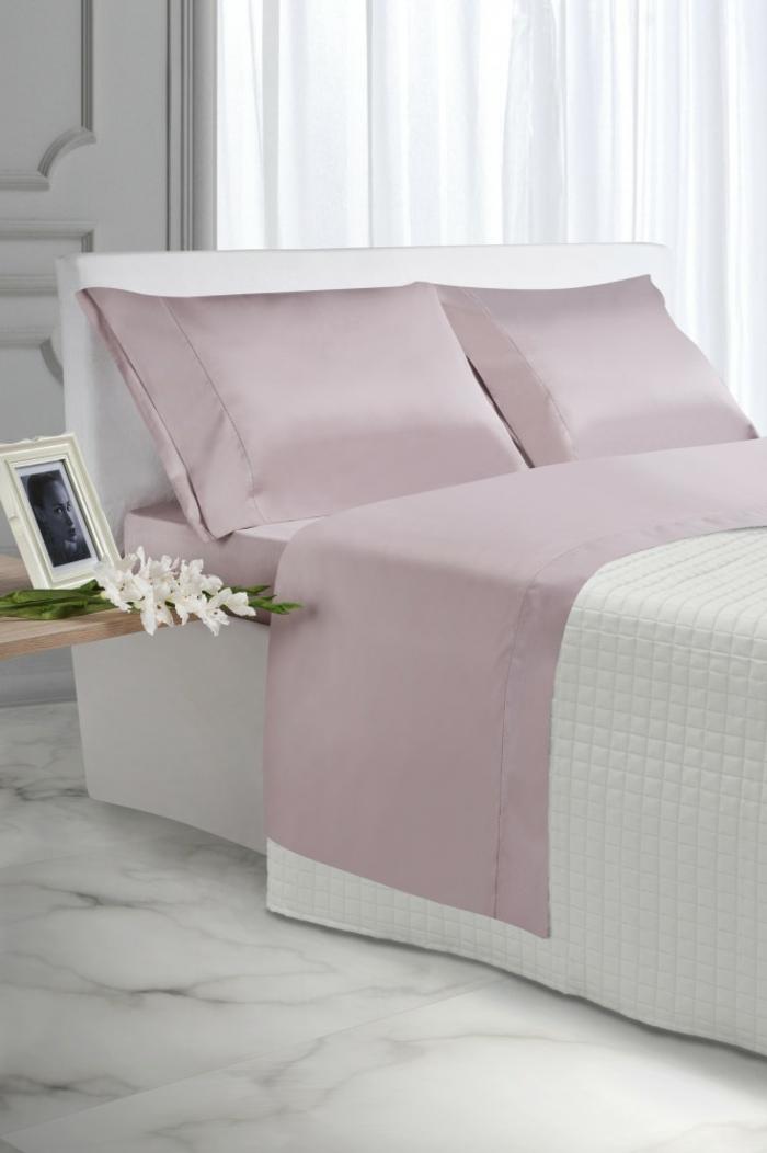 parure-de-lit-bicolore-idée-décoration-chambre-adulte-rose-et-blanc-belle