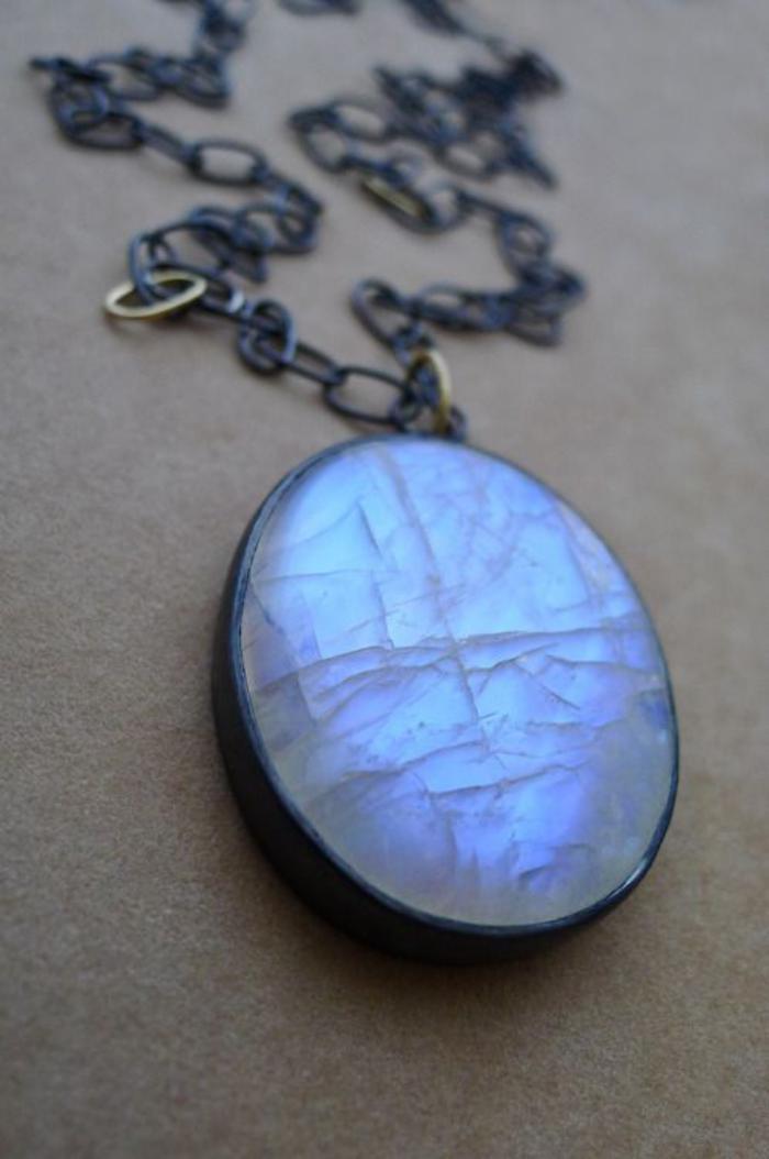pendentif-pierre-de-lune-bleu