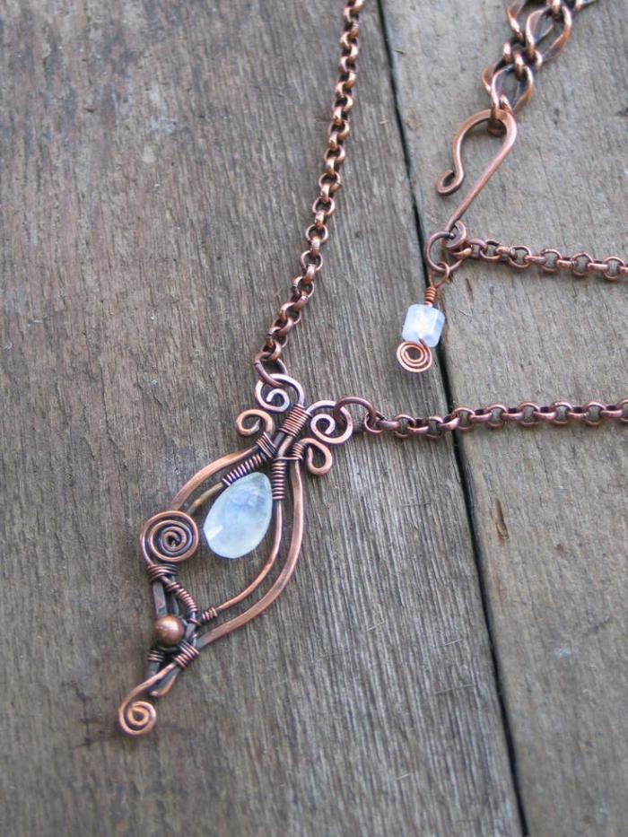pendentif-pierre-de-lune-chaine-en-bronze