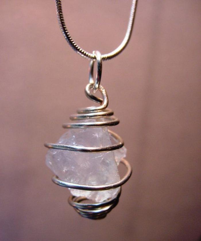 pendentif-pierre-de-lune-naturel-avec-métal-tordu