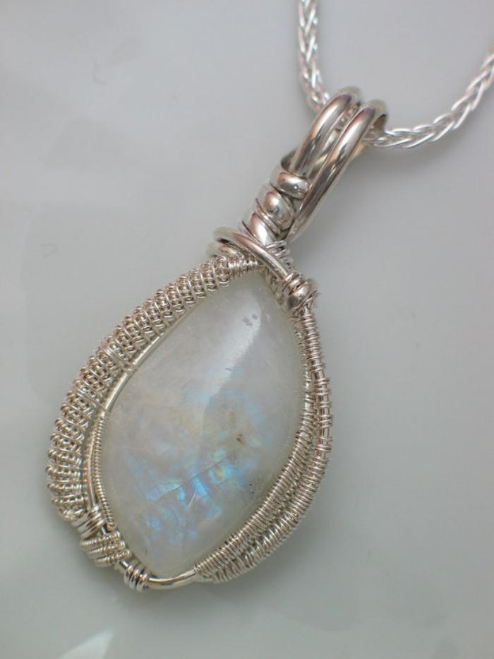 pendentif-pierre-de-lune-beau-collier-avec-pendentif