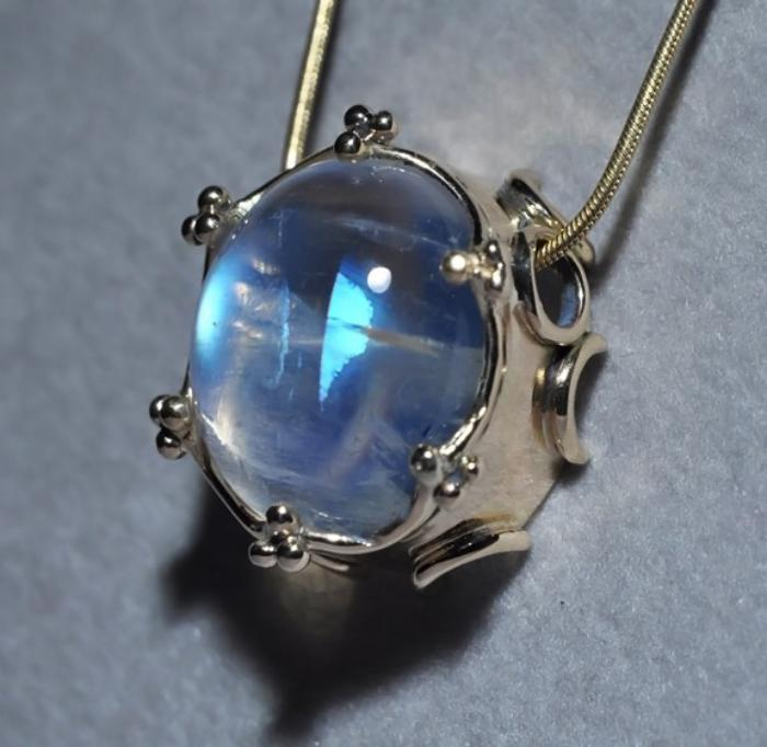 pendentif-pierre-de-lune-bijoux-originaux