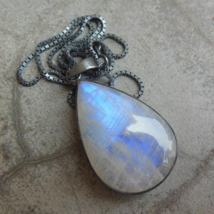 pendentif-pierre-de-lune-chaine-oxydée