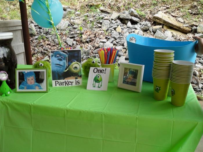 personnage-monstre-et-compagnie-déco-originale-table-verte