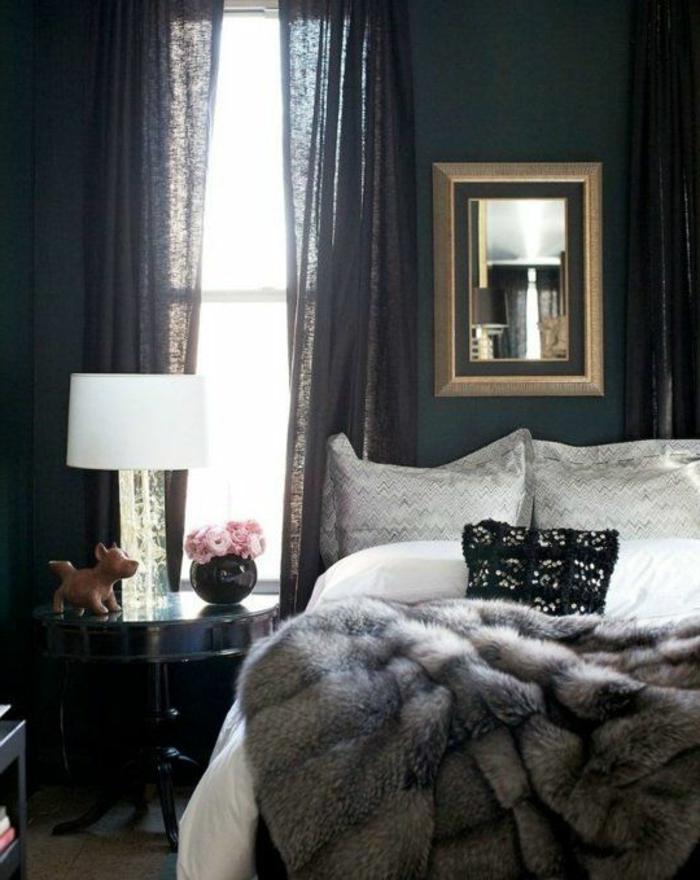 plaid-imitation-fourrure-gris-pour-la-chambre-a-coucher-avec-rideaux-longs-noirs