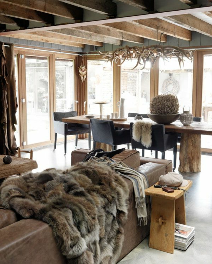 plaid-imitation-fourrure-pour-le-canapé-en-marron-cuir-du-canapé-plafond-en-bois