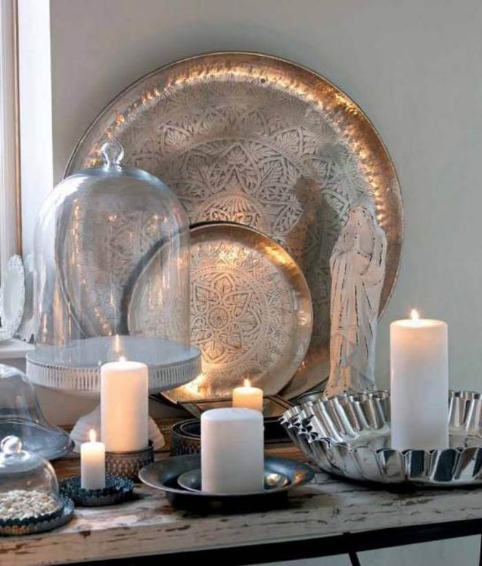 plateau-marocain-grandes-bougies-blanches-un-coin-déco