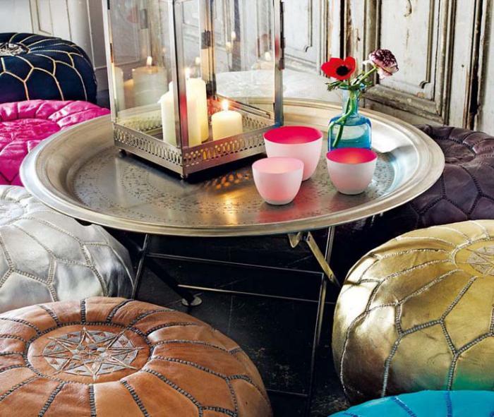 plateau-marocain-table-à-café-et-plusieurs-poufs-marocains