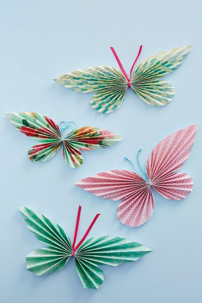 pliage-facile-en-forme-d-origami-papillon-coloré-joli-pliage-origami-rouge-et-vert