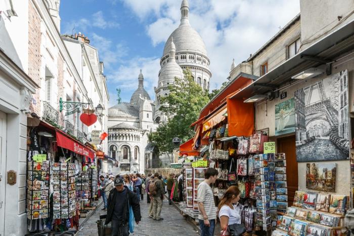 promenades-à-paris-se-balader-capitale-de-france-artistes-rue-montmartre