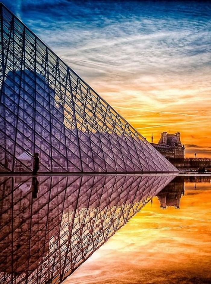 promenades-à-paris-se-balader-capitale-de-france-la-piramide
