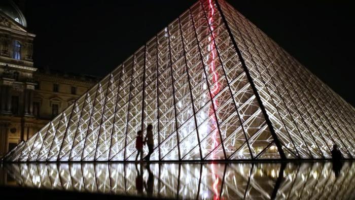 promenades-à-paris-se-balader-capitale-de-france-piramide