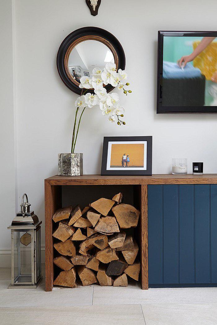 range-buches-console-petit-stock-décoratife-de-bois-de-chauffage