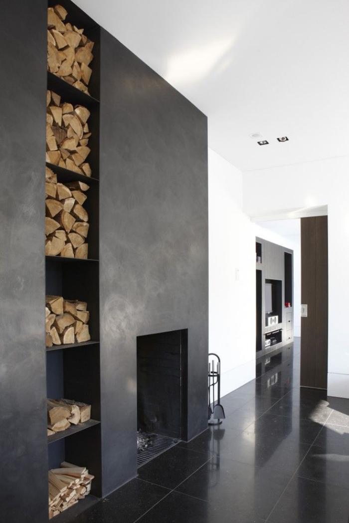 range-buches-construction-moderne-à-étages-stock-de-buches-contemporain