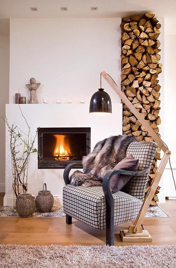 range-buches-décoration-chaleureuse-pour-le-séjour-mur-blanc-avec-rangement-de-bois