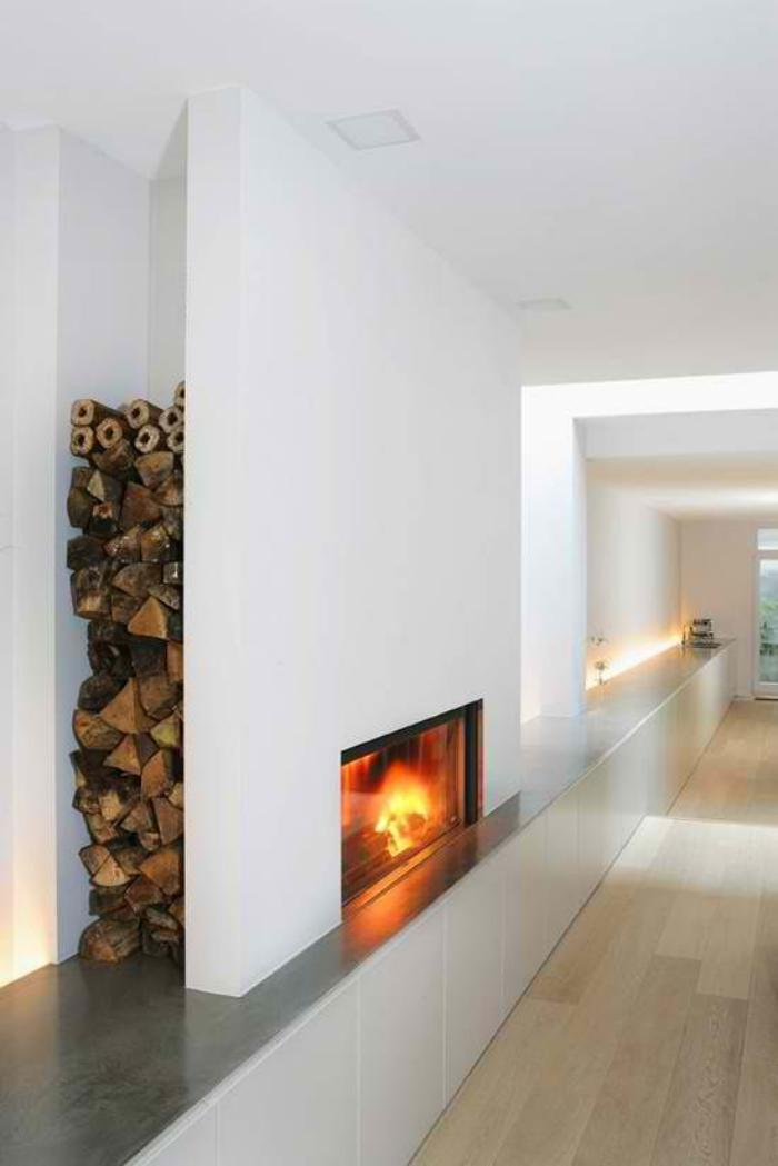 range-buches-niche-murale-intérieur-minimaliste-blanc-couloir