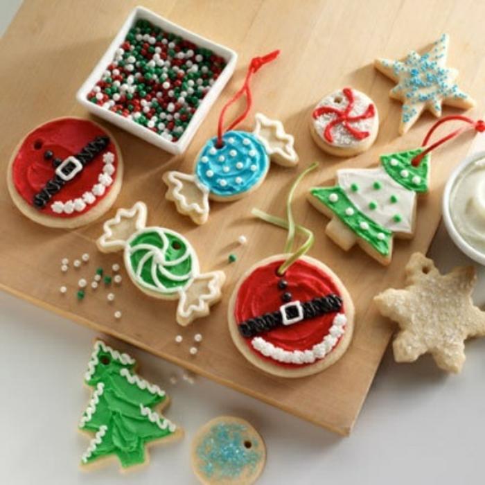 recette-de-biscuit-de-noel-bredele-alsacien-sur-la-table-de-noel-formes-de-biscuit-de-noël