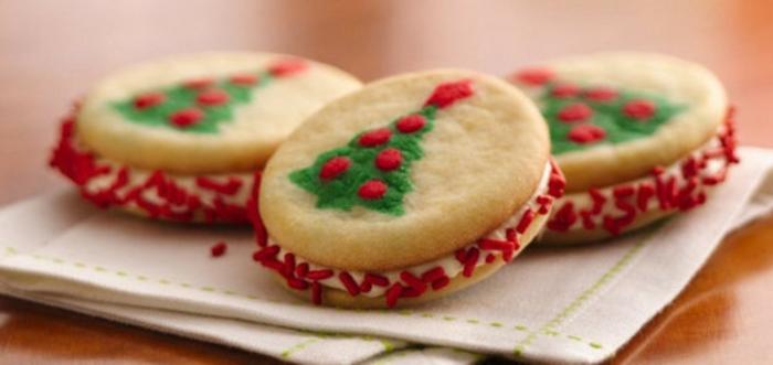 recette-de-biscuit-de-noel-pour-les-biscuits-de-noel-en-forme-ronde-et-decoration-de-noel