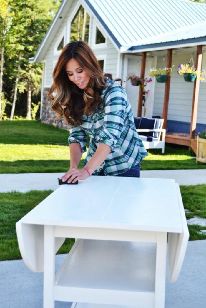 relooker-un-meuble-en-bois-comment-repeindre-les-vieux-meubles-en-bois-sans-problemes