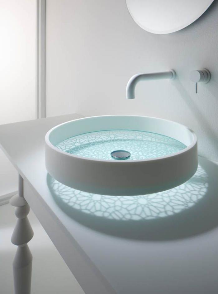 robinet-mural-ambiance-blanche-lavabo-rond-futuristique
