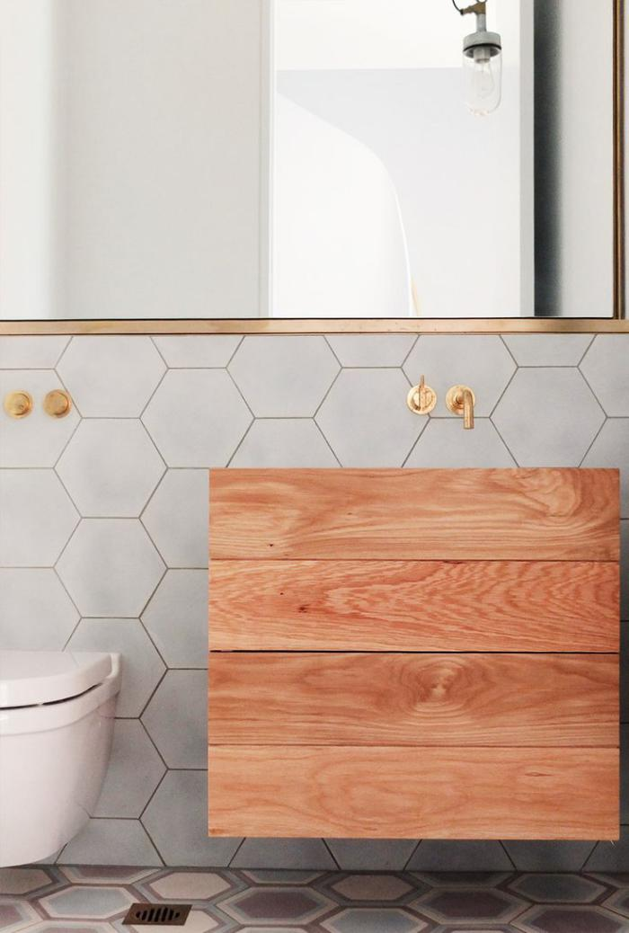 robinet-mural-beau-robinet-mural-design-minimaliste-dans-la-salle-de-bains