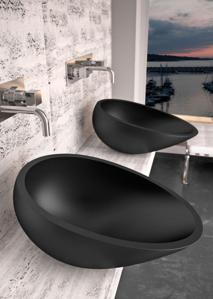 robinet-mural-deux-vasques-élégantes-en-pierre-noire