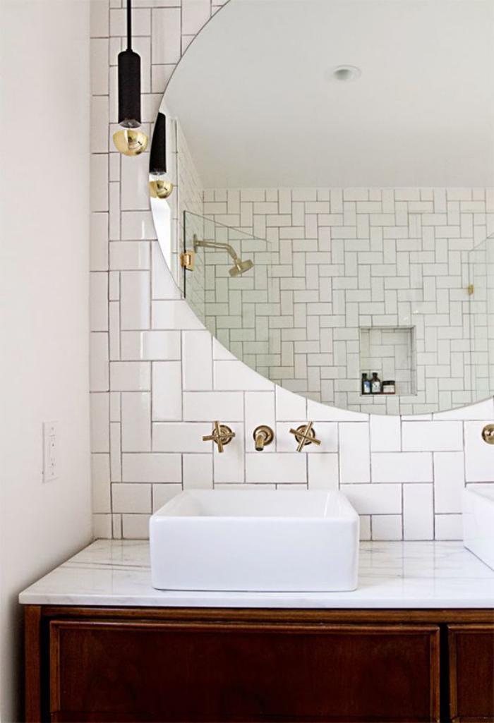 robinet-mural-jolis-robinets-déco-grand-miroir-rond