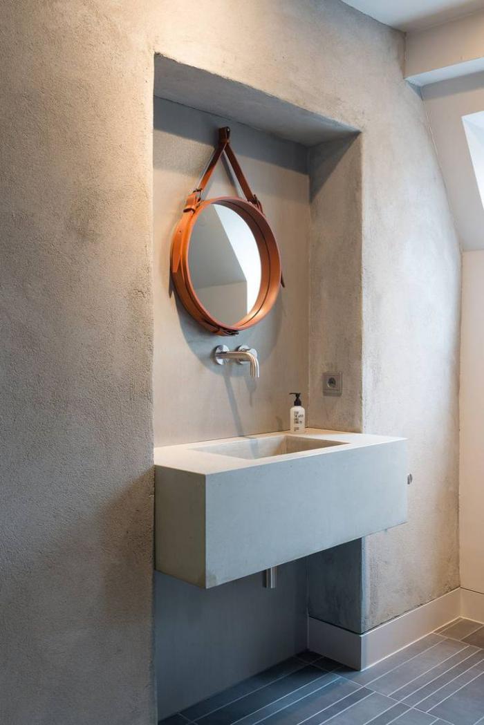robinet-mural-salle-de-bains-style-indus-mur-béton-authentique
